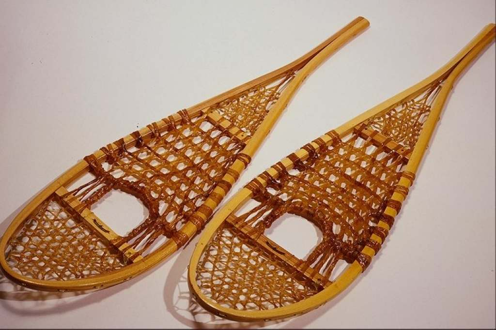 Objects 758045.JPG Snow shoes