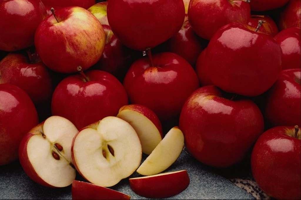 Кожура красных яблок тормозит развитие раковых клеток.